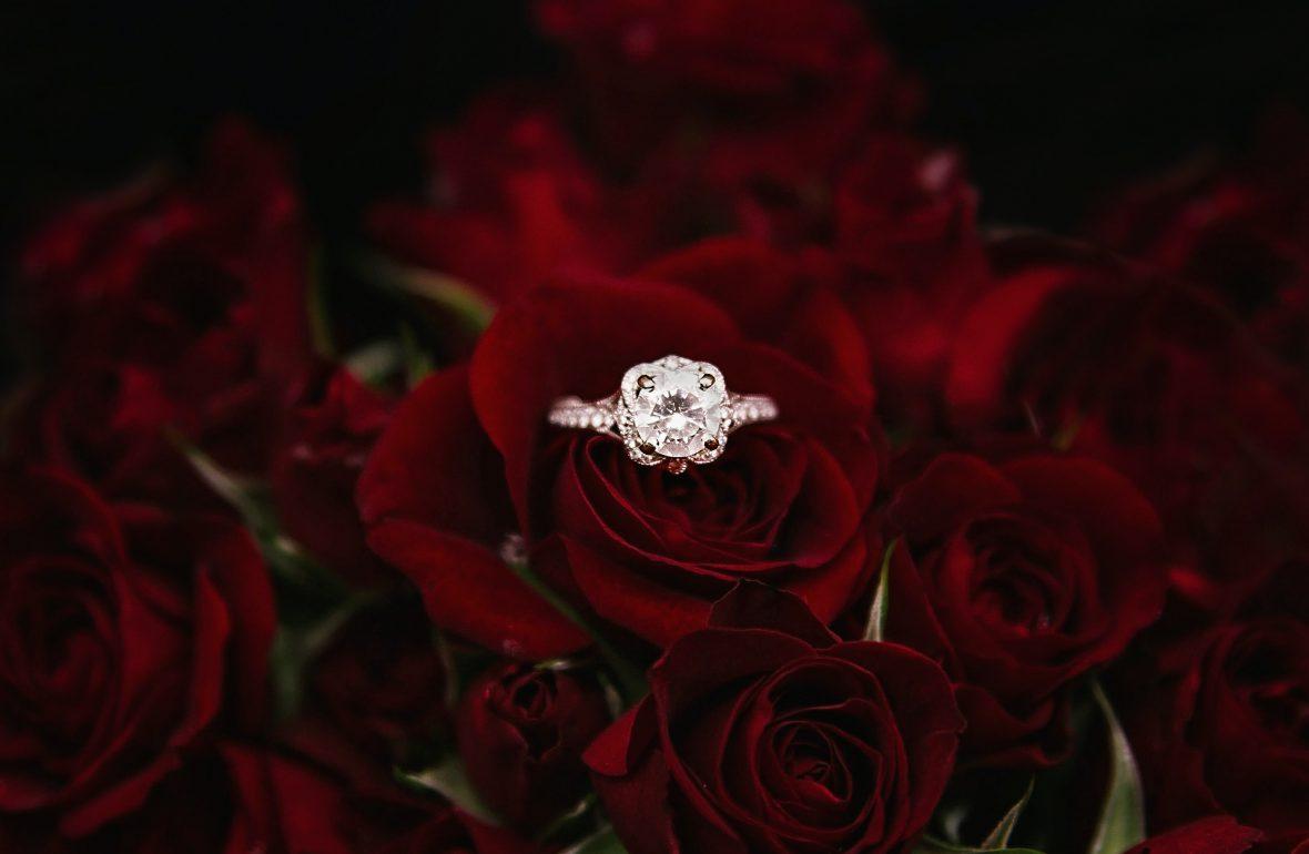jak wybrać pierścionek zaręczynowy - egomen
