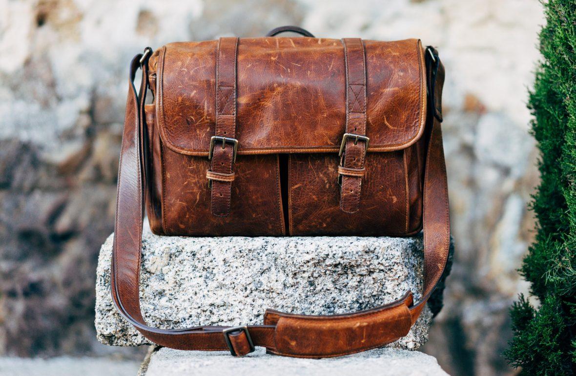 jak nosić torbę męską